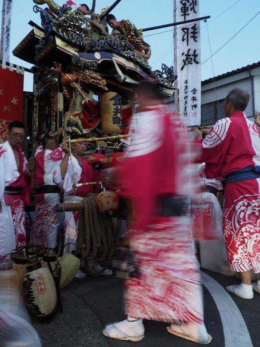 祭り日の街角